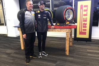 Mario Isola, Pirelli, Daniel Ricciardo, Red Bull Racing