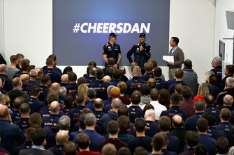 Max Verstappen, Red Bull Racing, Daniel Ricciardo, Red Bull Racing and Red Bull Racing Team Principal Christian Horner talk to the Red Bull Racing team