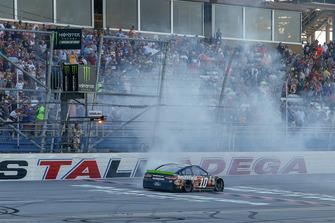 1. Aric Almirola, Stewart-Haas Racing, Ford Fusion Smithfield Bacon for Life