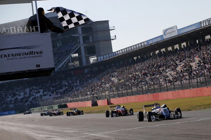 Checkered flag for Alex Palou, Hitech Bullfrog GP Dallara F317 - Mercedes-Benz