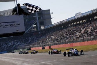 Checkered flag for Alex Palou, Hitech Bullfrog GP Dallara F317 - Mercedes-Benz