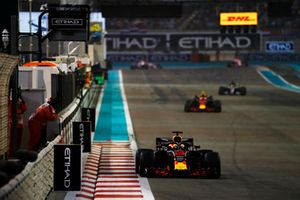 Daniel Ricciardo, Red Bull Racing, Max Verstappen, Red Bull Racing RB14, y Lewis Hamilton, Mercedes AMG F1 W09 EQ Power+
