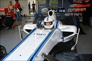 Un gamer mobile prova una Williams Formula 1