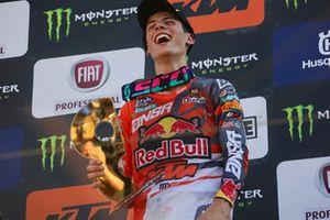 Prado celebra su victoria en Italia en el podio