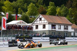 Fernando Alonso, McLaren MCL33, leads Sergey Sirotkin, Williams FW41, and Lance Stroll, Williams FW41, on the formation lap