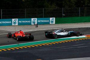 Sebastian Vettel, Ferrari SF71H spint na touche met Lewis Hamilton, Mercedes AMG F1 W09
