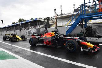 Daniel Ricciardo, Red Bull Racing RB14 in the pitlane