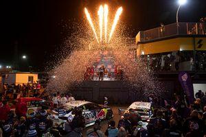 Подиум: победитель Шейн ван Гисберген, Triple Eight Race Engineering Holden