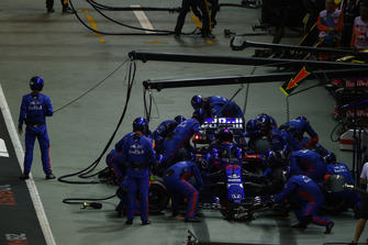 Brendon Hartley, Toro Rosso STR13, au stand