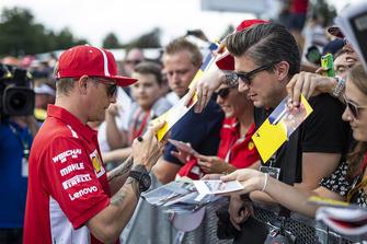 Kimi Raikkonen, Ferrari signs autographs for the fans Sebastian Vettel, Ferrari signs autographs for the fans