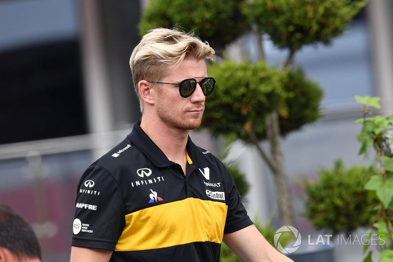 """Nico Hulkenberg: """"Não tive problemas. Só é incrível descobrir, de novo na volta 1, o quão sensíveis esses carros são com a aerodinâmica. Quando você tem alguns carros agrupados na sua frente, perdemos muita aderência, e, quando pisei no freio, instantemente travei as rodas dianteiras e escorreguei em direção a Fernando"""""""