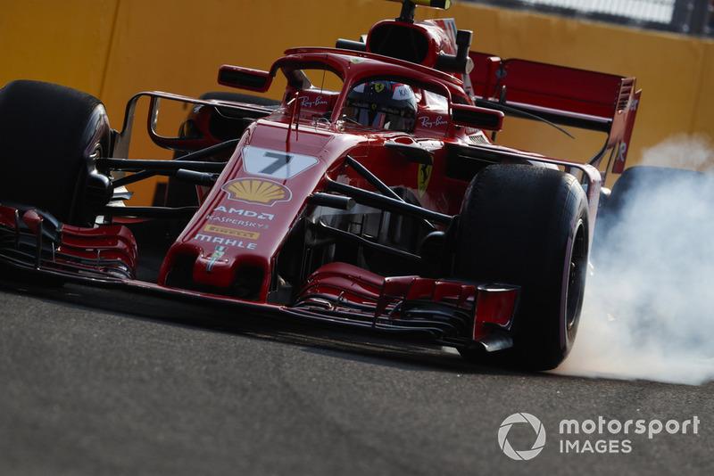 Kimi Raikkonen, Ferrari SF71H, locks-up a front wheel