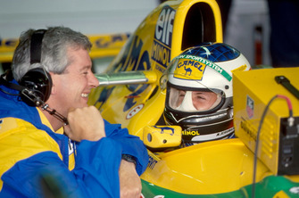 Pat Symonds, ingeniero de carrera y Michael Schumacher, Benetton B193B