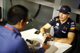 Max Verstappen, Red Bull Racing met Motorsport.com journalist Erwin Jaeggi