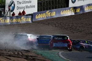 Jake Hill, MB Motorsport Honda Civic Type R Rory Butcher, Motorbase Performance Ford Focus
