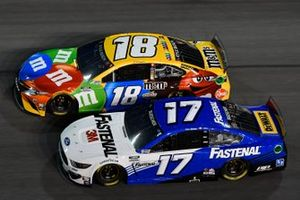 Chris Buescher, Roush Fenway Racing, Ford Mustang Fastenal Kyle Busch, Joe Gibbs Racing, Toyota Camry M&M's
