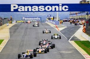 Damon Hill, Williams FW15C, leads Alessandro Zanardi, Lotus 107B, Rubens Barrichello, Jordan 193, and Ivan Capelli, Jordan 193