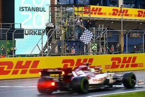 Antonio Giovinazzi, Alfa Romeo Racing C39, passes the chequered flag