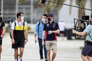 Daniel Ricciardo, Renault F1 and Max Verstappen, Red Bull Racing in the paddock
