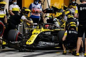 Esteban Ocon, Renault F1 Team R.S.20, dans les stands