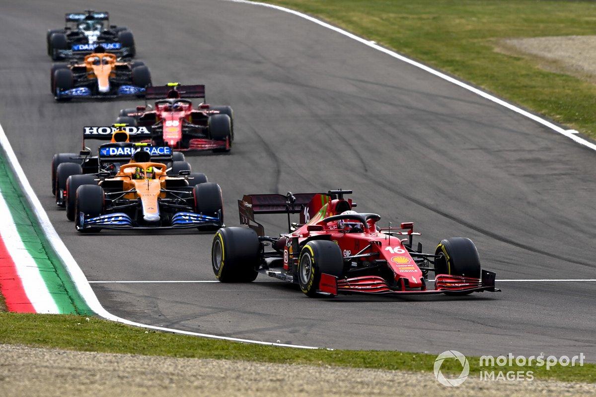 Charles Leclerc, Ferrari SF21, Lando Norris, McLaren MCL35M, Sergio Perez, Red Bull Racing RB16B, Carlos Sainz Jr., Ferrari SF21, Daniel Ricciardo, McLaren MCL35M, e Lance Stroll, Aston Martin AMR21