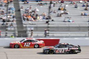 Ryan Blaney, Team Penske, Ford Mustang Menards/Pennzoil, Cole Custer, Stewart-Haas Racing, Ford Mustang HaasTooling.com