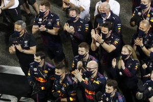 Masashi Yamamoto, General Manager, Honda Motorsport, Christian Horner, Team Principal, Red Bull Racing, and Helmut Marko, Consultant, Red Bull Racing, applaud the drivers on the podium with the rest of the Red Bull Racing team