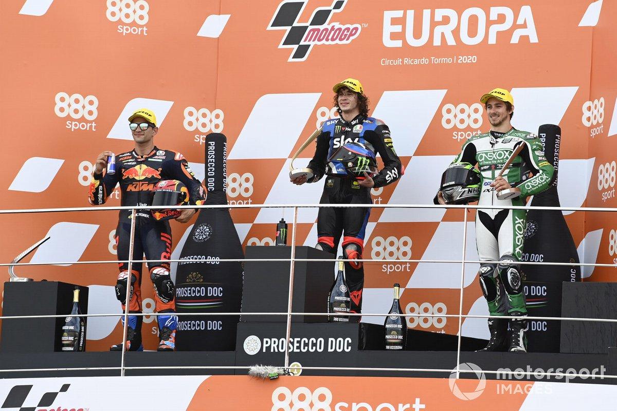 Ganador de la carrera Marco Bezzecchi, Sky Racing Team VR46, segundo lugar Jorge Martin, Red Bull KTM Ajo, tercer lugar Remy Gardner, SAG Racing Team