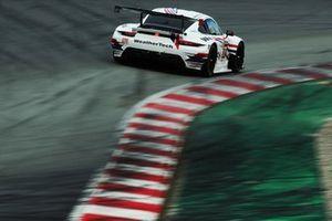 #77 Proton Competition Porsche 911 RSR - 19: Christian Ried, Gianmaria Bruni, Jaxon Evans
