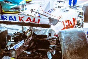 Monoplaza dañado de Nikita Mazepin, Haas VF-21