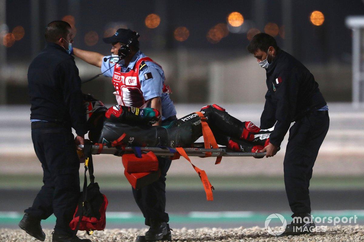 Jake Dixon, Petronas Sprinta Racing es sacado en camilla después de su caída