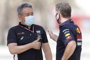 Masashi Yamamoto, General Manager, Honda Motorsport, with Christian Horner, Team Principal, Red Bull Racing