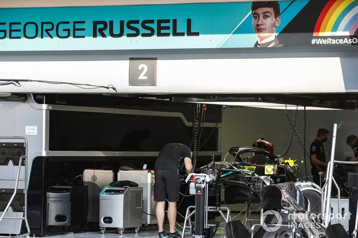 A view of the garage of George Russell, Mercedes-AMG F1