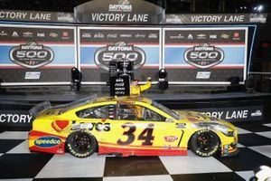 Race winner Michael McDowell, Front Row Motorsports, Ford Mustang Love's Travel Stops