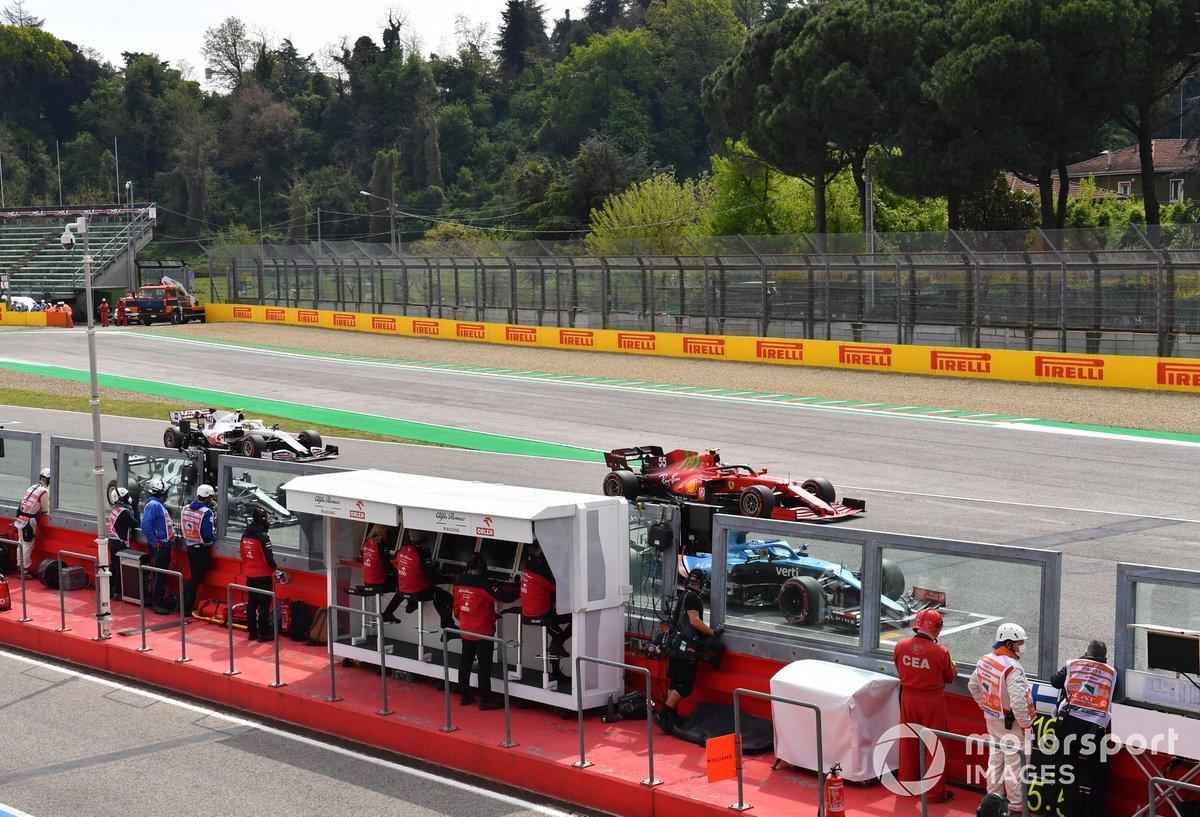 Fernando Alonso, Alpine A521, Carlos Sainz Jr., Ferrari SF21, Pierre Gasly, AlphaTauri AT02, y Mick Schumacher, Haas VF-21, practican la salida