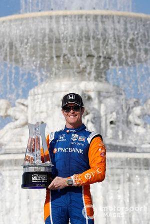 Ganador Scott Dixon, Chip Ganassi Racing Honda celebra