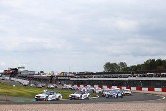 Start of the race - Colin Turkington, WSR BMW