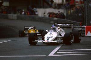 Keke Rosberg, Williams FW08C devant Alain Prost