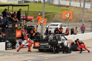 Todd Gilliland, Kyle Busch Motorsports, Toyota Tundra JBL/SiriusXM pit stop