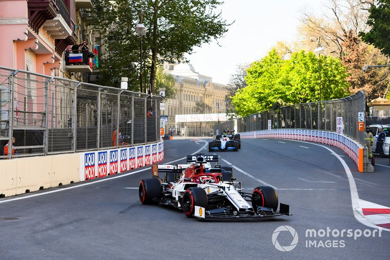 Kimi Raikkonen, Alfa Romeo Racing C38, leads George Russell, Williams Racing FW42, Robert Kubica, Williams FW42, and Pierre Gasly, Red Bull Racing RB15