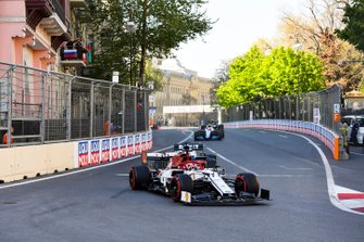 Kimi Raikkonen, Alfa Romeo Racing C38, leads George Russell, Williams Racing FW42, Robert Kubica, Williams FW42, and Pierre Gasly, Red Bull Racing RB15