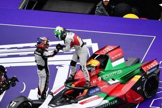 Sébastien Buemi, Nissan e.Dams, félicite Lucas Di Grassi, Audi Sport ABT Schaeffler, dans le Parc Fermé