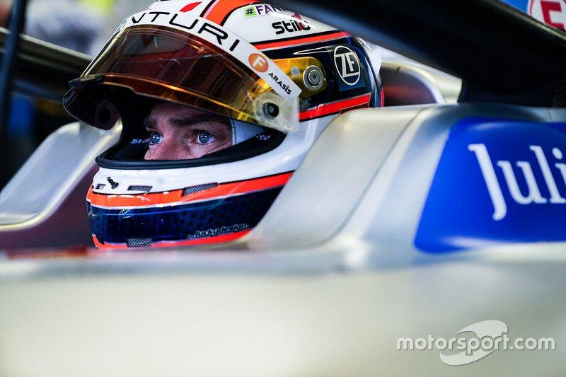 Edoardo Mortara, Venturi Formula E, Venturi VFE05, seduto sulla sua monoposto
