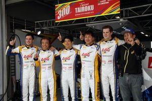 ニコラス・コスタ、高木真一、山口大陸、本山哲、ハリソン・ニューウェイ、組田龍司B-Max代表(#300 TAIROKU RACING GT-R GT3)