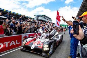 Los ganadores: #8 Toyota Gazoo Racing Toyota TS050: Sébastien Buemi, Kazuki Nakajima, Fernando Alonso