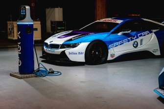 BMW i8 Safety car, charges