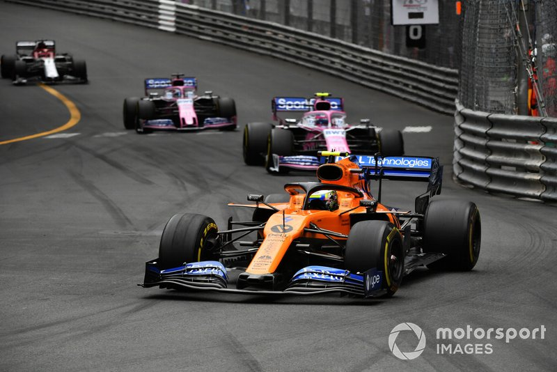Lando Norris, McLaren MCL34, Lance Stroll, Racing Point RP19, y Sergio Pérez, Racing Point RP19
