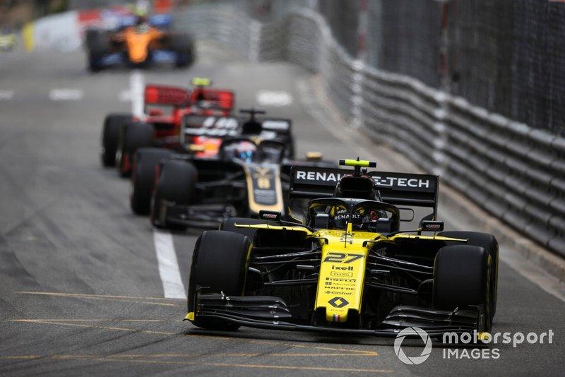 Nico Hulkenberg, Renault R.S. 19, ve Romain Grosjean, Haas F1 Team VF-19
