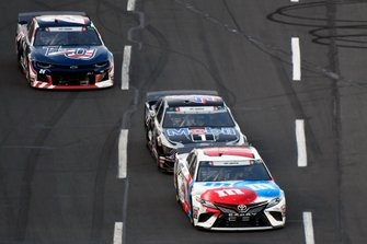 Kyle Busch, Joe Gibbs Racing, Toyota Camry M&M's Red, White & Blue and Kevin Harvick, Stewart-Haas Racing, Ford Mustang Mobil 1