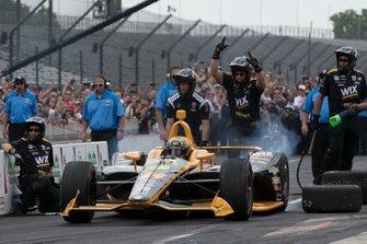 Sage Karam, Dreyer & Reinbold Racing Chevrolet, lors du concours d'arrêt au stand